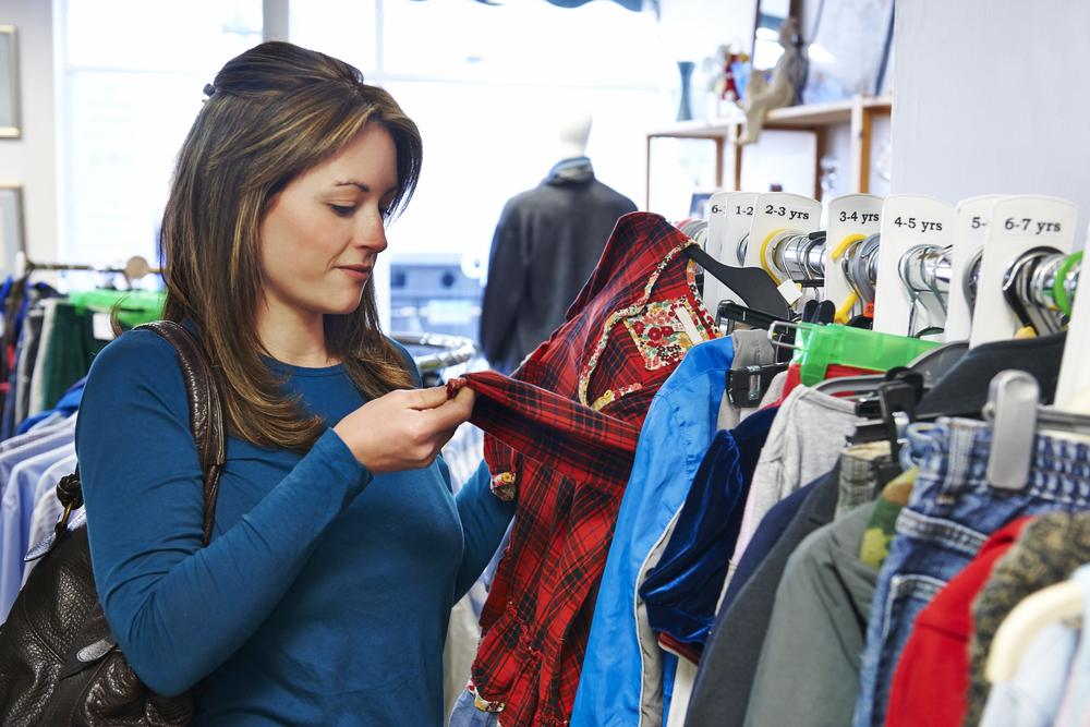 Co se starým oblečením? Vsaďte na blešák či charitu