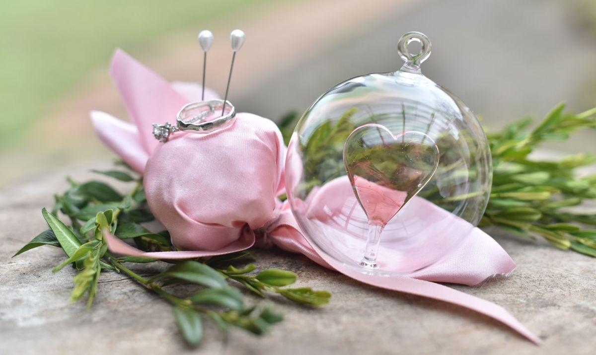 Zkuste nový trend vpodobě svatební skleněné dekorace